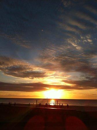 La Mancha Holiday Suites: Sunset from the beachfront unit