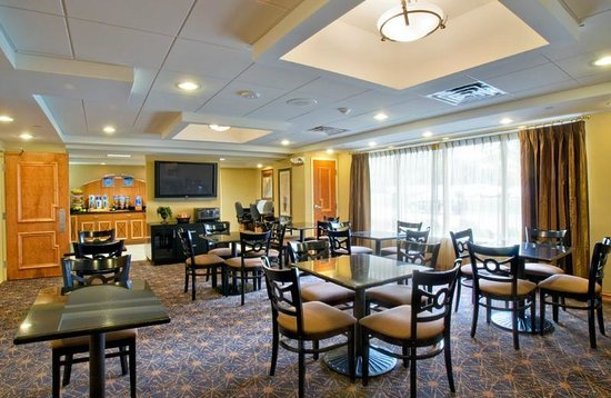 Holiday Inn Express Hotel & Suites West Long Branch: Breakfast Room