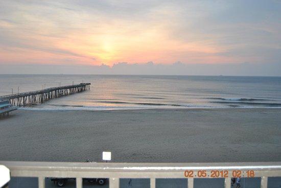 Surfside Oceanfront Inn & Suites : Room view