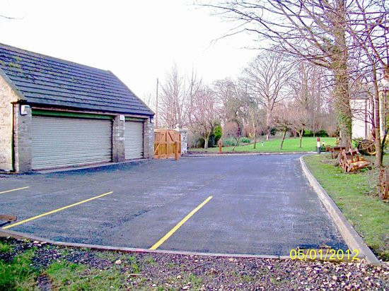 Old Presbytery Guest House: Car park & security gates