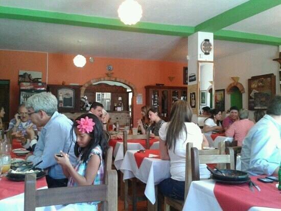Restaurante Carnes y Olivas: carnes y olivas pésima atención