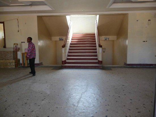 Harar Ras Hotel: lobby e scalone