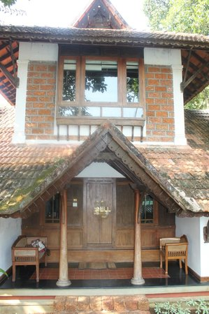Punnamada Resort: Exterior view of bungalow