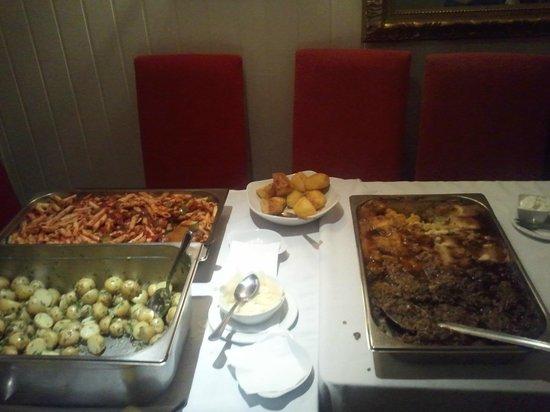 The Pelican Inn: Very very nice buffet!