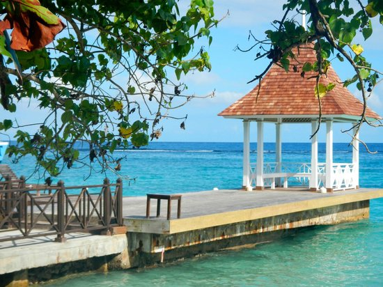 Sandals Royal Plantation: Pier for dinner/zumba/yoga/lounging