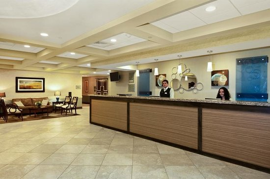 Radisson Hotel Freehold: Lobby and Front Desk