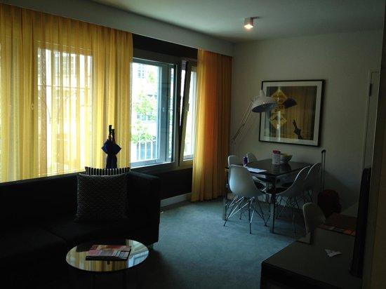 Adina Apartment Hotel Berlin Hackescher Markt: Muito espaçoso