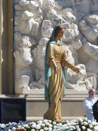 Basilica de Nuestra Senora del Pilar: Maria nell'Encuentro