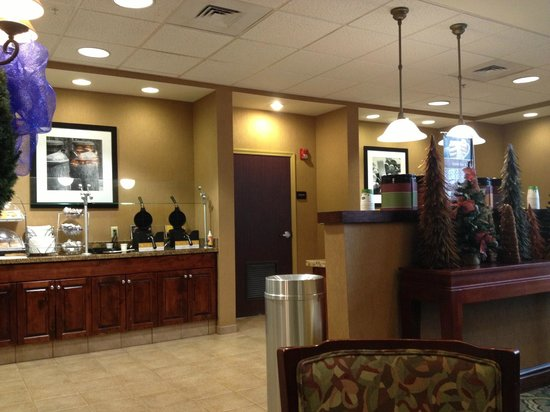 Hampton Inn & Suites Pensacola I-10 North at University Town Plaza: Lobby - Hampton Inn - Pensacola-University Mall