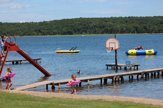 Auger's Pine View Resort: Crystal clear waters and beautiful sandy beaches