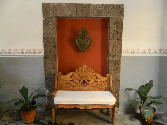 Casa Carmen: Entrance bench