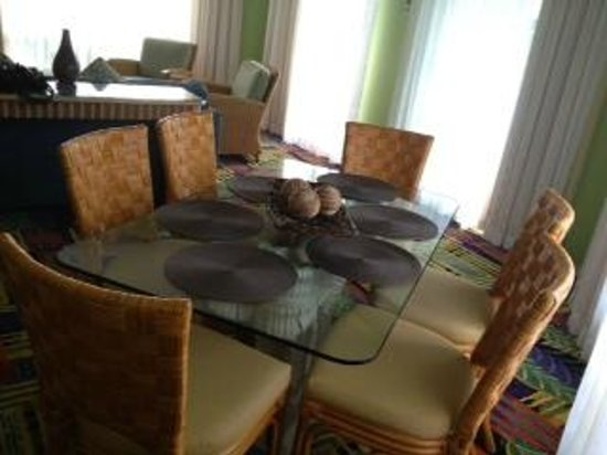 Holua Resort at The Mauna Loa Village: Dining Table