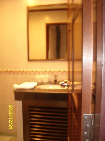 Thipurai City Hotel: Bathroom, single room
