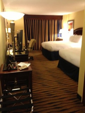 DoubleTree by Hilton Hotel Greensboro: good lighting and comfortable bed