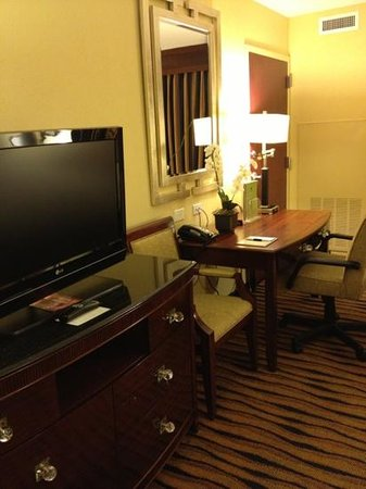 DoubleTree by Hilton Hotel Greensboro: too much furniture