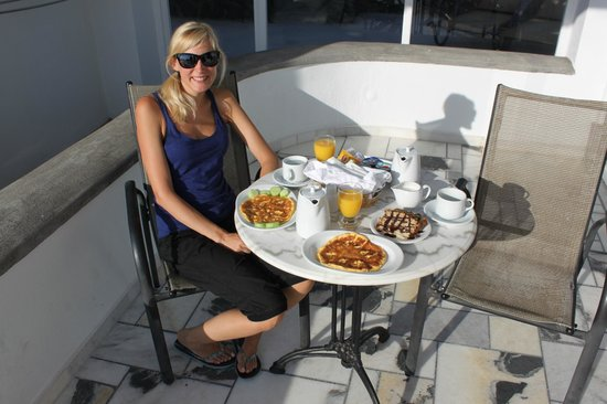 Anthonas Apartments: Having breakfast at the terrace, and what a breakfast!