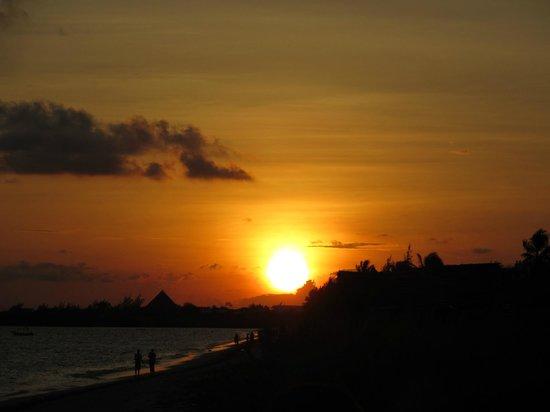 Jumbo Club Orange: tramonto sulla spiaggia