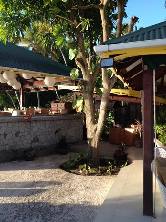 Stonefield Villa Resort: The Mango Tree restaurant dining area
