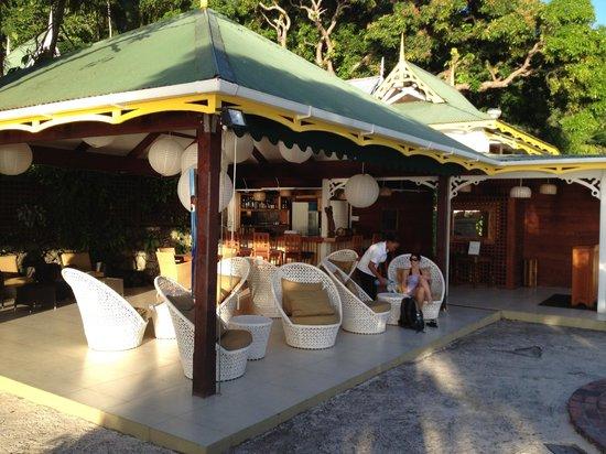 Stonefield Villa Resort: Outdoor restaurant and bar