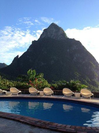 Stonefield Villa Resort: Petit Piton view from The Mango Tree restaurant