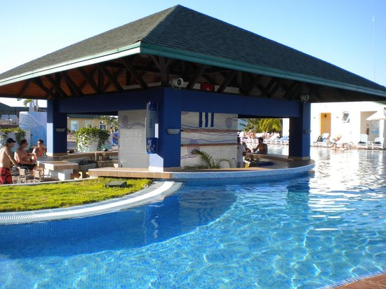 Ocean Varadero El Patriarca Swim Up Pool Bar