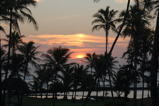 Aston Aloha Beach Hotel: Morning sunrise