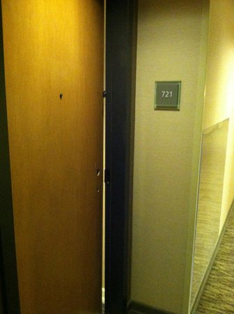 The Westin Westminster: Creepy Room 721 with lock removed