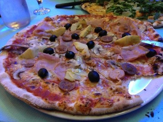 Antico Borgo: pizza 4 stagioni