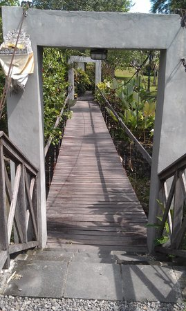Plataran Canggu Resort & Spa: Bridge to spa