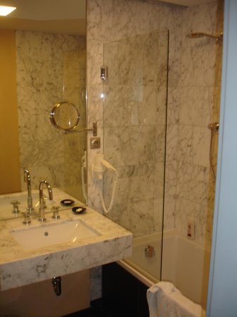 Penz Hotel West: Bathroom- Very Well Furnished in Marble + Excellent Shower!