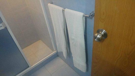 Residencias Miramar Suites: Banheiro do quarto