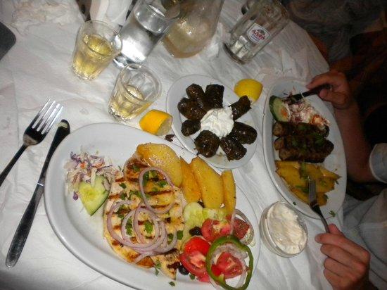 Μανώλης Ταβέρνα Εστιατόριο: Swordfish, stuffed vine leaves, mixed kebabs