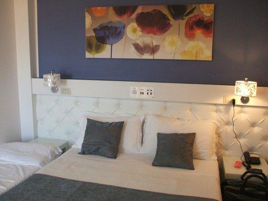Hotel Ambassador: Una camera al 5° piano vista mare