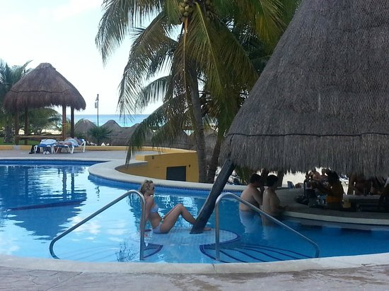 Melia Cozumel Golf - All Inclusive: Swim up bar at adult pool