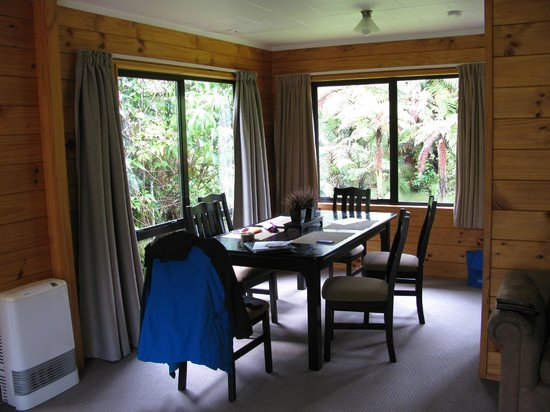 Rainforest Retreat: Dining area