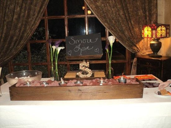 Trois Estate at Enchanted Rock: Smores bar set up by staff