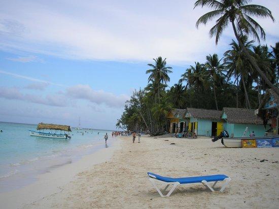 Be Live Collection Punta Cana: tipicas casitas al lado de la playa.