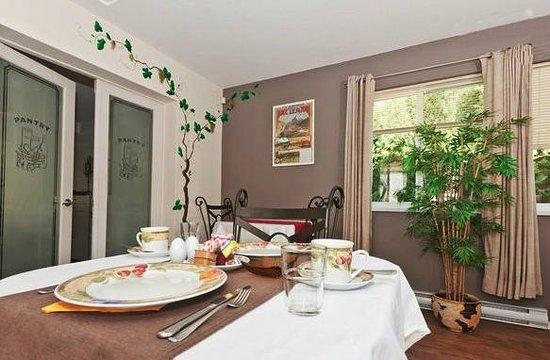 Abbaes Bed and Breakfast: Guest breakfast room