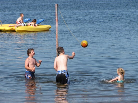 Auger's Pine View Resort: Many water activities to enjoy!