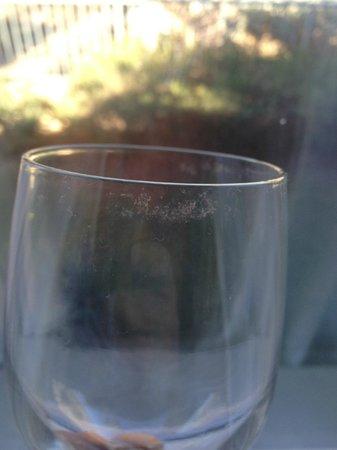 Residence Inn Palm Desert: Dirty glass