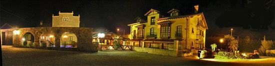Queveda, España: panoramica de noche
