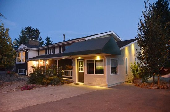 Abbaes Bed and Breakfast: Abbaes B&B in Kelowna