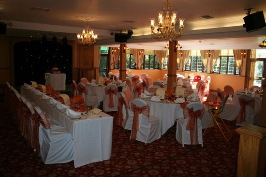 Hogarths Stone Manor: Our wedding reception room decorated by the stone manor staff. (items supplied by us)