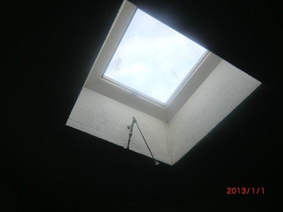 Hotel Fit Fun: Fenster ohne Rollo&Gardine - nicht zu öffen hebel kaputt