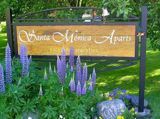 Santa Monica Aparts: Cartel de entrada a las cabañas de Santa Mónica Aparts