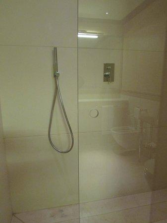 Hotel L'Orologio: Large Shower