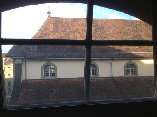 โรงแรมเบิร์น: вид из окна