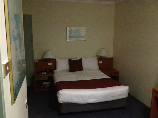 DeVere Hotel: Double room #409