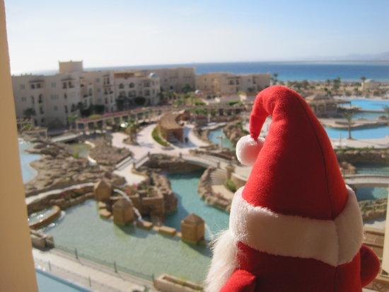 Kempinski Hotel Soma Bay : le père Noël admire les piscines