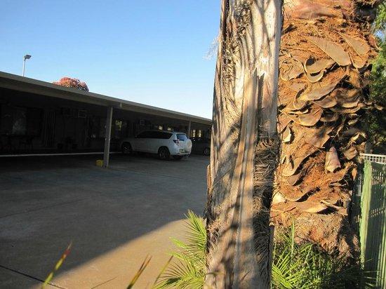 Orana Motor Inn : Undercover parking for all rooms